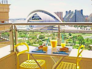 ApartUP Yellow Opera View – Valencia